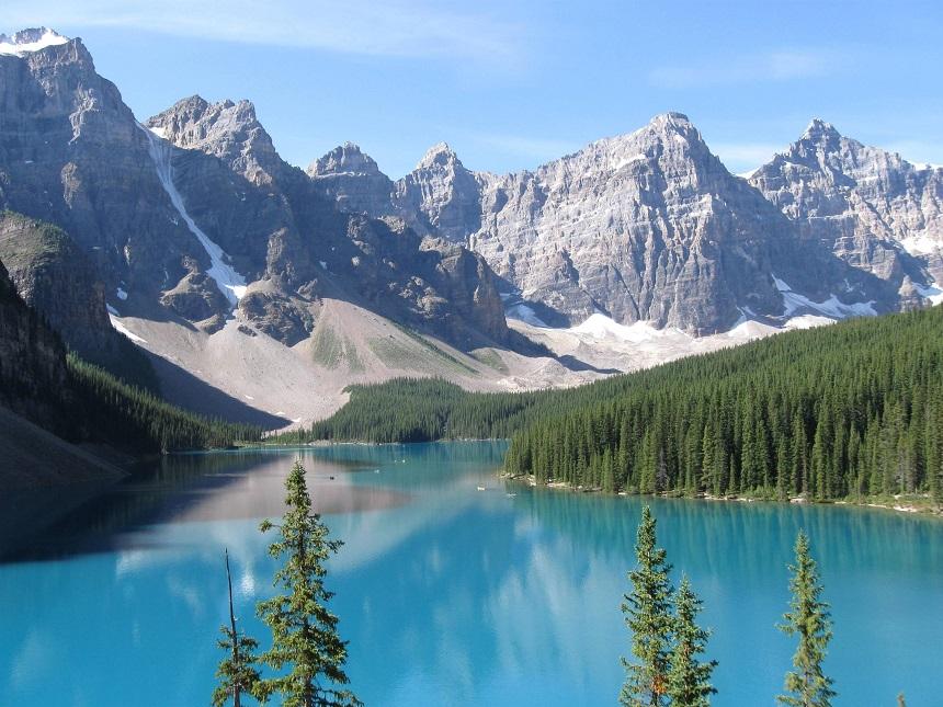 De prachtige blauwe meren van West-Canada