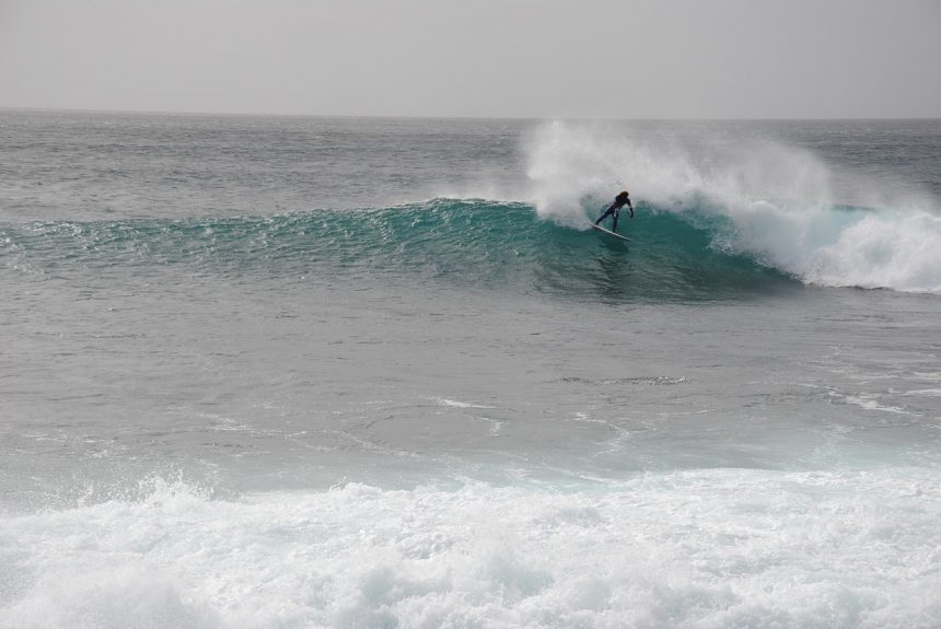 Surver bij het Kaapverdische eiland Sal